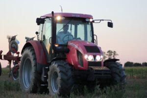 Nowy Zetor czy Ursus? Dylemat współczesnego rolnika